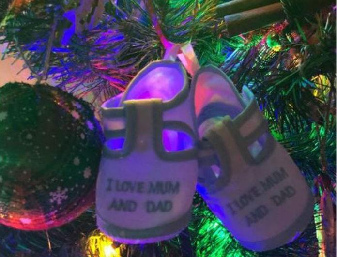 Γνωστή ηθοποιός στόλισε Χριστουγεννιάτικο δέντρο! Οι πρώτες γιορτές με την κόρη της!