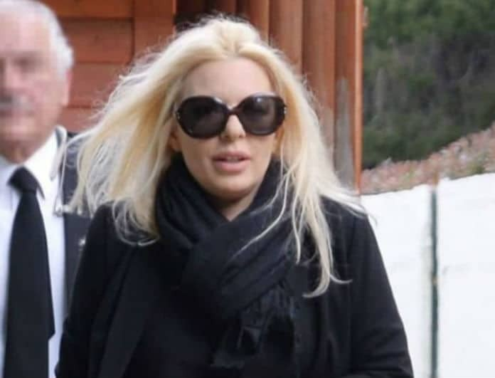 Αννίτα Πάνια: Τραγικό! Η απίστευτη κίνηση του Νίκου Καρβέλα στην κηδεία του πατέρα της! Αποκάλυψη 6 μήνες μετά...