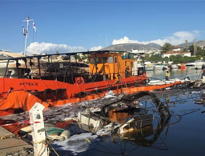 Φωτιά στη μαρίνα Γλυφάδας: Κάηκαν ολοσχερώς σκάφη και μέσα ήταν πέντε γυναίκες!