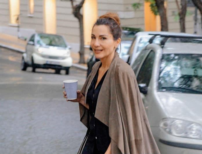 Δέσποινα Βανδή: Με τσάντα 640 ευρώ στο χέρι! Πώς να μη την κοιτάζουν όλοι;