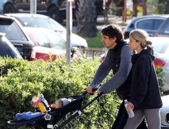 Νίκος Κριθαριώτης: Η πρώτη δημόσια εμφάνιση του πρώην της Βίκυς Καγιά με το παιδί του! Όλοι κοιτούσαν το κολάν της συζύγου του...