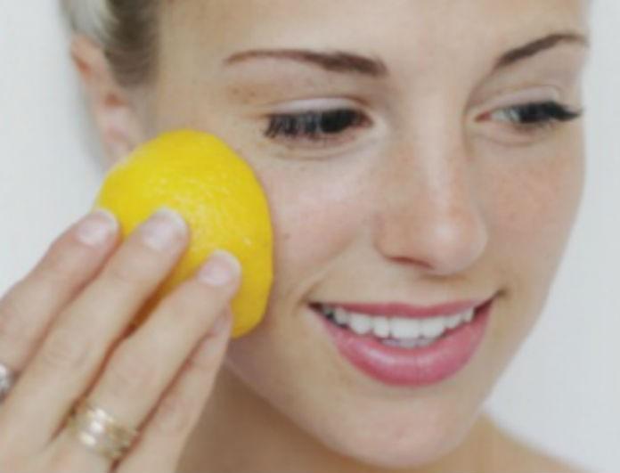 Προσοχή κίνδυνος! Σταματήστε να βάζετε λεμόνι στο πρόσωπό σας! Οι γιατροί αποκάλυψαν ότι...