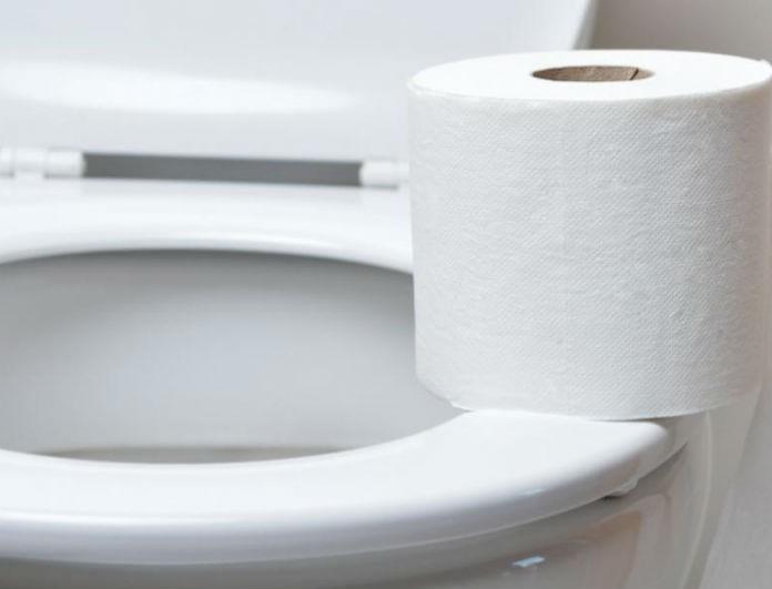 Προσοχή! Η κίνηση αυτή που κάνουμε στην τουαλέτα είναι άκρως επικίνδυνη για την υγεία μας!