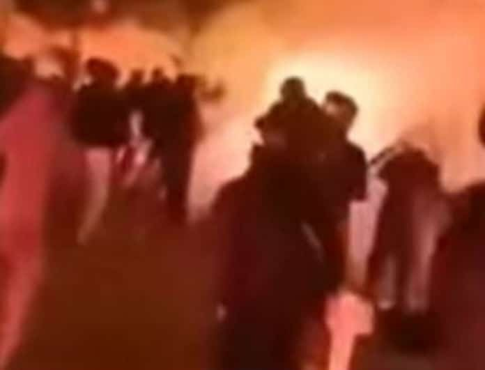 Σκηνές τρόμου στο κέντρο της Αθήνας! «Κάψτε τους ρε» (Βίντεο)