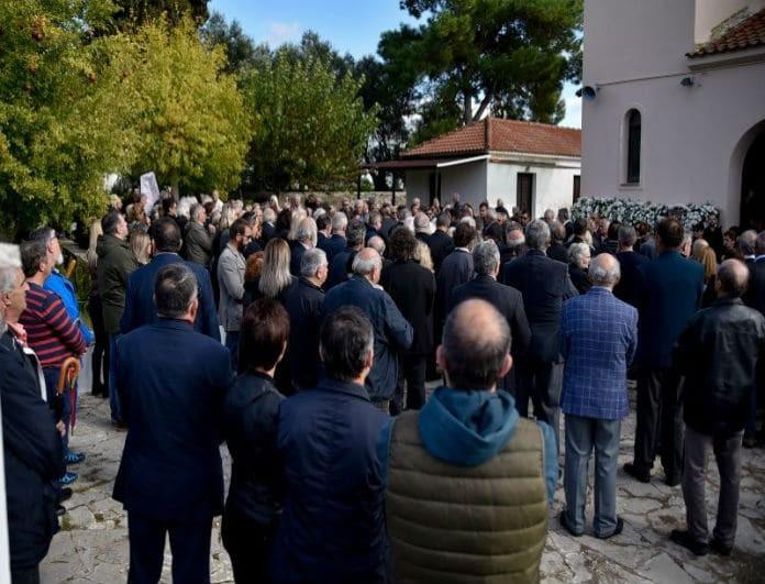 Σπαρακτικές εικόνες από την κηδεία του Περικλή Βασιλάκη!