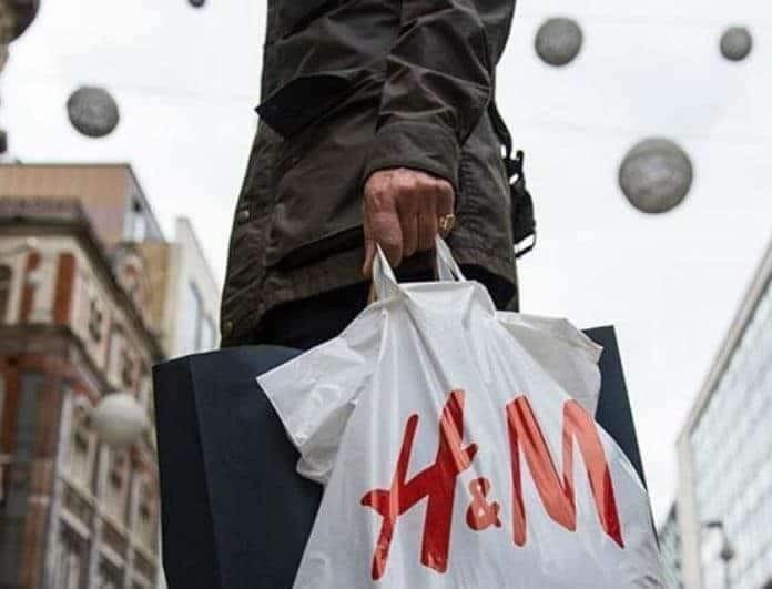 H&M: Το παντελόνι αυτό το φοράνε μόνο οι τολμηρές! Είναι σαν σακούλα και το χρώμα του θα σε