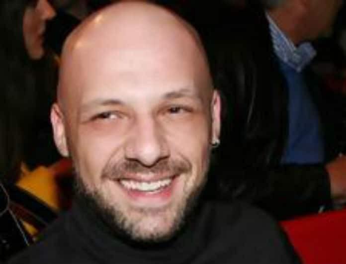 Νίκος Μουτσινάς: Αυτός είναι ο ένας αδερφός του! Στο πρόσωπο είναι σαν δίδυμοι!