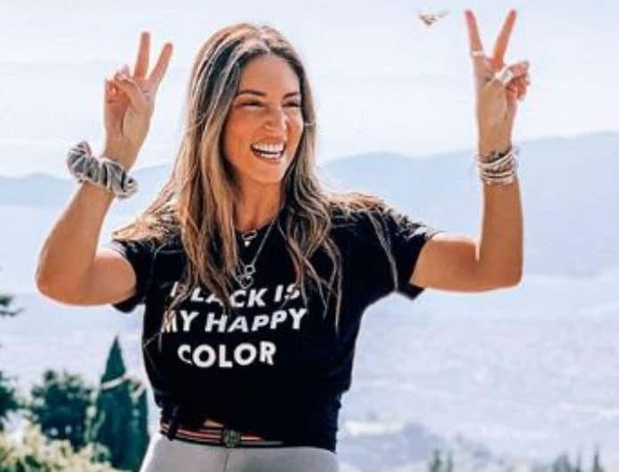 Αθηνά Οικονομάκου: Φόρεσε το πιο κλασικό τζιν παντελόνι! Αυτό που έχει στα γόνατα το λατρεύουν όλες οι γυναίκες!
