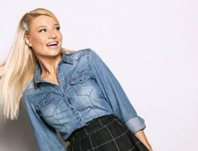 Φαίη Σκορδά: Το καλσόν της έχει το πιο ασυνήθιστο χρώμα! Θα γίνει trend για χρόνια!