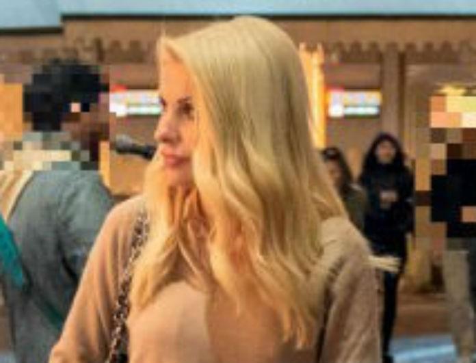 Ελένη Μενεγάκη: Βγήκε για ψώνια με μπεζ σύνολο, όλοι όμως κοιτούσαν την τσάντα της! Κοστίζει περίπου 3.200 ευρώ!