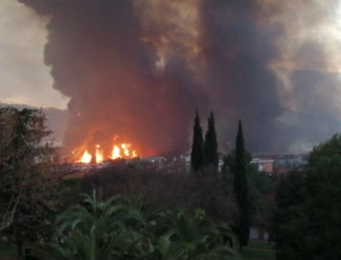 Συναγερμός στην Βαρκελώνη! Ξέσπασε μεγάλη φωτιά σε χημικό εργοστάσιο! Εκκενώθηκε περιοχή!