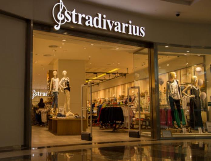 Stradivarius: Το μαύρο τζάκετ που θα απογειώσει τις ροκ εμφανίσεις σου και κοστίζει μόνο 25 ευρώ!