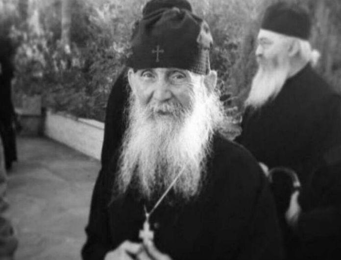 Θρήνος στην Ορθοδοξία! Εκοιμήθη ο Γέροντας Εφραίμ!