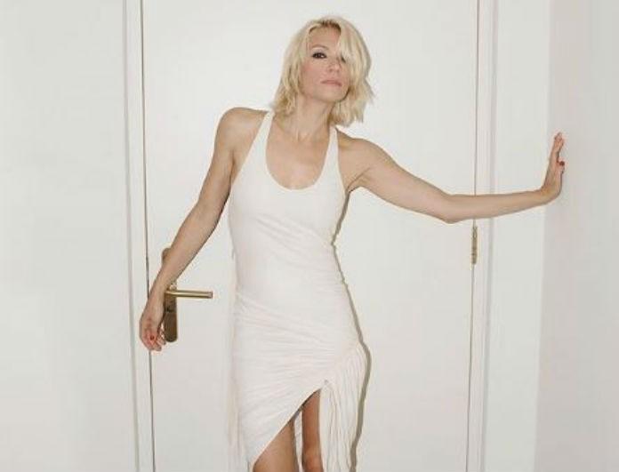 Βίκυ Καγιά: Φόρεσε κοντή φούστα και μοίρασε εγκεφαλικά! Όλοι κοίταζαν τα δίμετρα πόδια της!