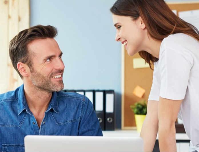 Κορίτσια δώστε βάση! Είστε ερωτευμένες με τον συνάδελφό σας; Αυτό μπορεί να σας κοστίσει την δουλειά σας!