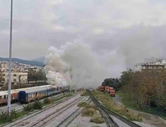 Θεσσαλονίκη: Ξέσπασε μεγάλη φωτιά σε βαγόνι τρένου! Υπήρξαν θύματα;