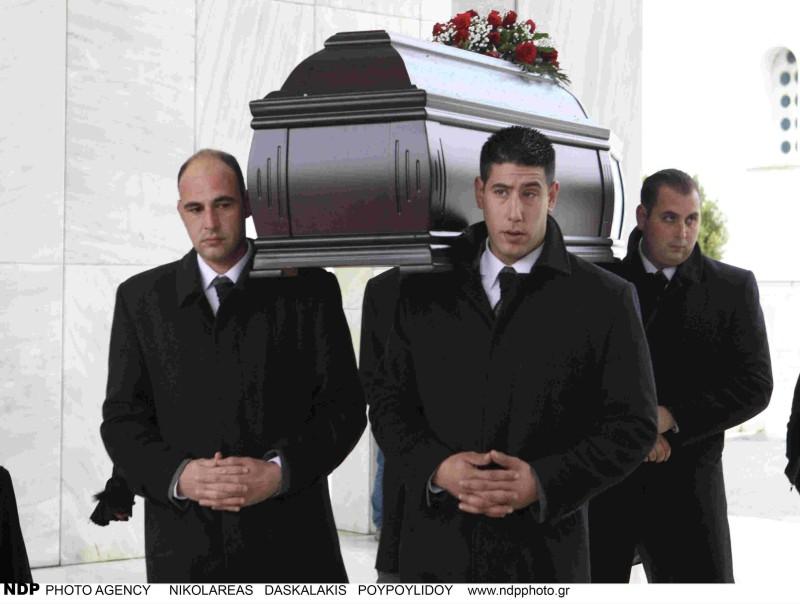 Κηδεία Θάνου Μικρούτσικου φέρετρο