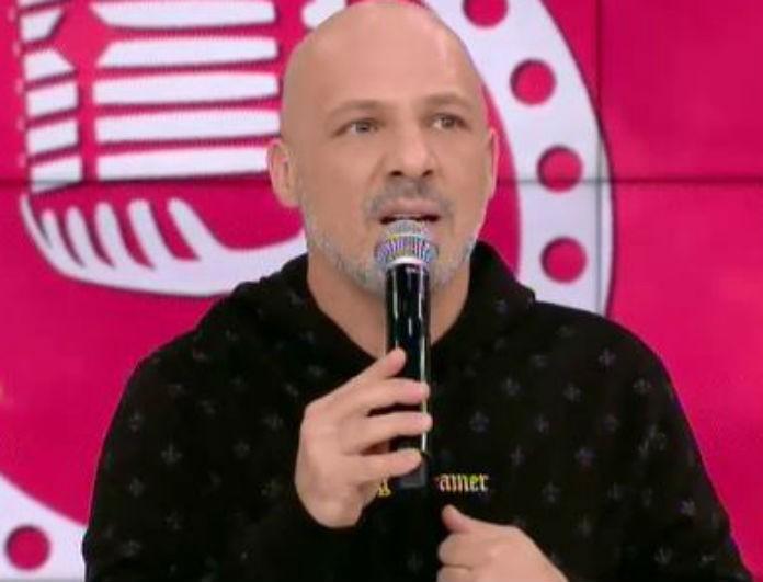 Νίκος Μουτσινάς:  «Ρε γελοίε»- «Κοκάλωσε» με το τηλεφώνημα που δέχτηκε!