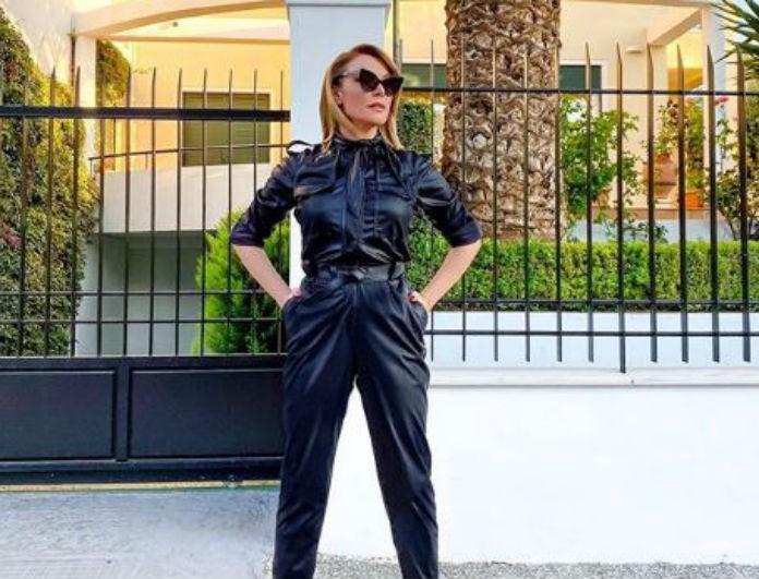 Τατιάνα Στεφανίδου: Συνδύασε το μπλε με το κίτρινο αλλά όλοι κοιτούσαν τα παπούτσια της! Είναι οι τέλειες γόβες...