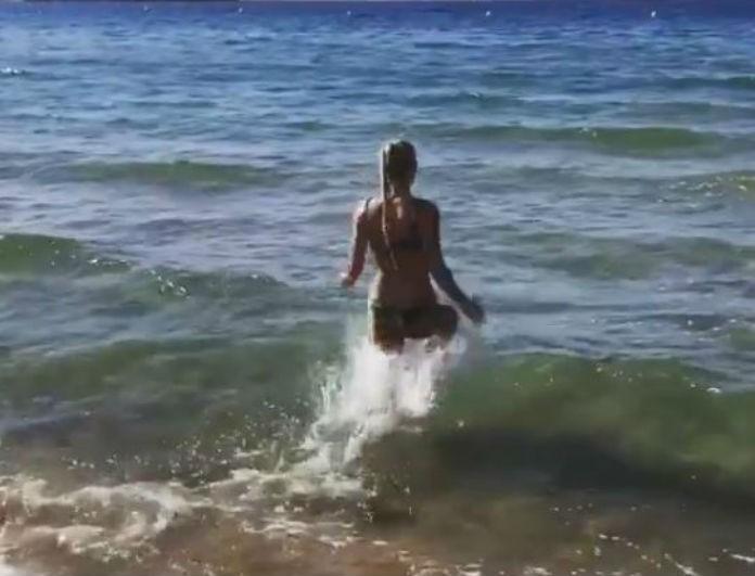 Βικτώρια Καρύδα: Με μικροσκοπικό μπικίνι στη θάλασσα! Το βίντεο ντοκουμέντο με το κορμί - κόλαση!