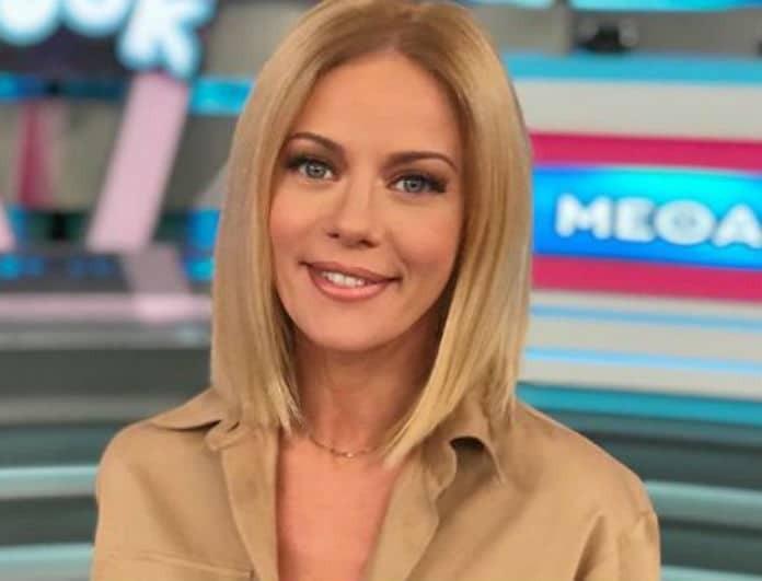 Ζέτα Μακρυπούλια: Έμοιαζε με «νύφη» με το λευκό της πουλόβερ! Με 50 ευρώ το παίρνεις κι εσύ!
