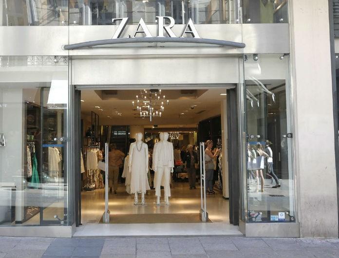 Zara: Φρενίτιδα με το μπλε κορμάκι που έβγαλε στη νέα συλλογή! Έχει βαθύ άνοιγμα στο στήθος...