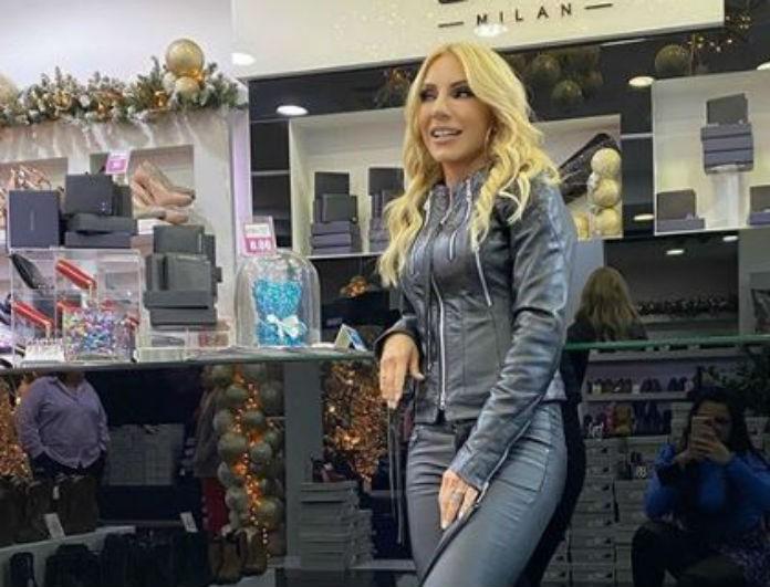 Έλενα Τσαβαλιά: Από 109 ευρώ τώρα 55 τα παπούτσια που φοράει συνέχεια δίπλα στον Μάρκο Σεφερλή! Είναι κίτρινα...