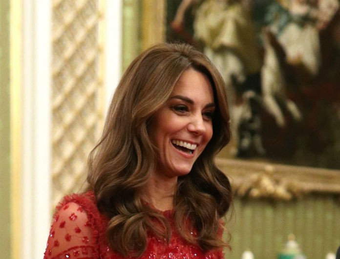 Kate Middleton: Φόρεσε το πιο ρομαντικό φόρεμα με γόβες στο χρώμα της φωτιάς! Στο πλευρό της ο William!