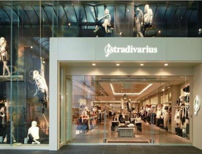 Stradivarius: «Τσακίζει» ταμία αυτό το μαύρο φόρεμα με σκίσιμο! Μόνο 12,99 ευρώ!