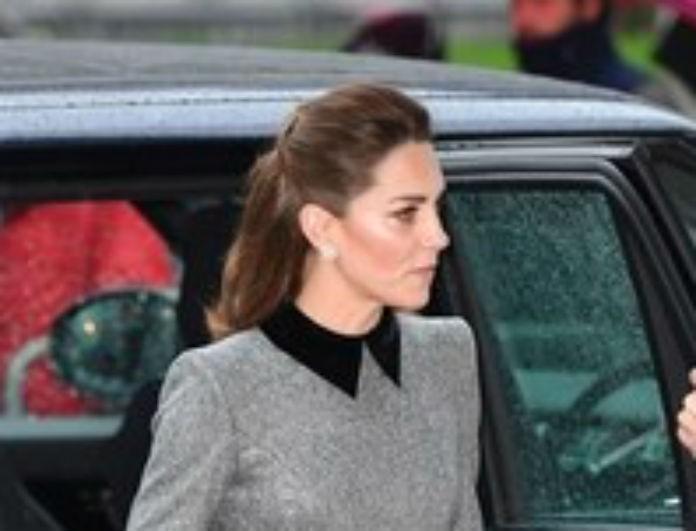Kate Middleton: Με το πιο σικ φόρεμα στο πλευρό του Prince William! Περπάτησε με μαύρες suede γόβες!