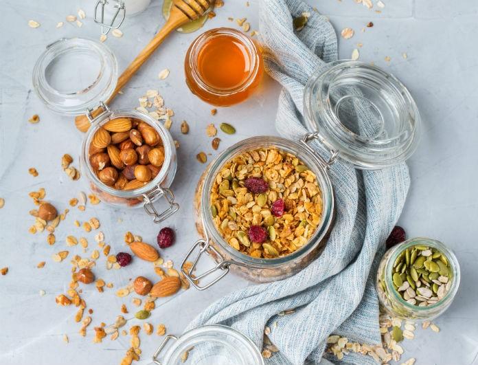 Κάνεις διατροφή; Αυτά τα snacks έχουν λίγες θερμίδες και θα σου χαρίσουν ενέργεια για όλη την ημέρα