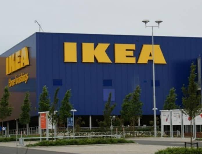 IKEA: Αυτός ο καναπές σε μπλε θα κάνει το σαλόνι σου σαν άλλο! Το έριξαν 100 ευρώ!