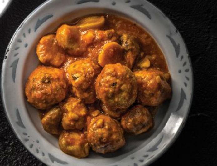 Ξεχάστε τα κλασσικά κεφτεδάκια! Αυτή η συνταγή με σάλτσα κάστανο θα σας κάνει να γλείφετε τα δάχτυλα σας!