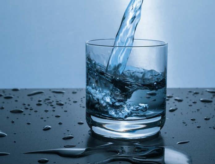 Χρειάζεται να πιεις τελικά 8 ποτήρια νερό την ημέρα; Στη