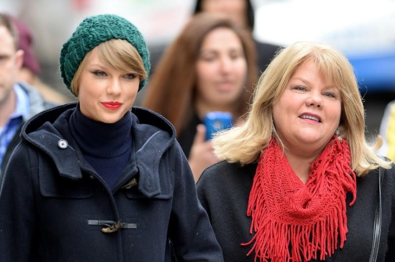 Taylor Swift καρκίνος μητέρα τραγουδίστρια πρόβλημα υγείας