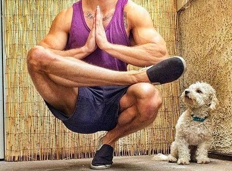 Αυτές είναι οι 5 ασκήσεις στη Yoga που πρέπει όλοι οι άνδρες να κάνουν, αν θέλουν να είναι ευέλικτοι στο κρεβάτι!