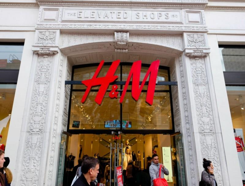Σάλος με τα κίτρινα μποτάκια κάλτσα των H&M - Ουρές στα ταμεία