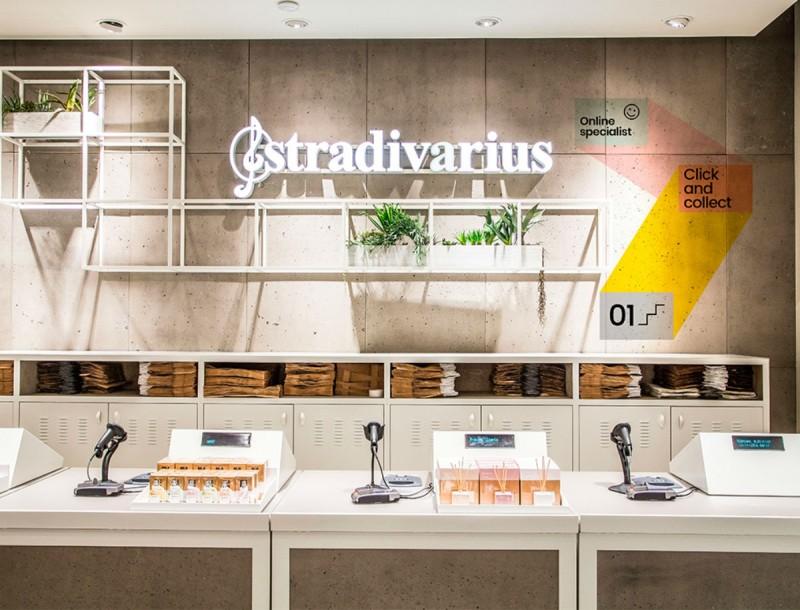Τα top 3 μίνι φλοράλ φορέματα των Stradivarius - Από τη νέα συλλογή της Άνοιξης