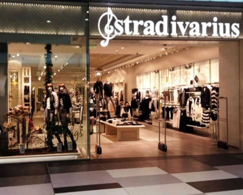 Stradivarius: Θα πάθεις πλάκα με αυτή την φούστα - Έχει όψη δέρματος και θυμίζει παρεό