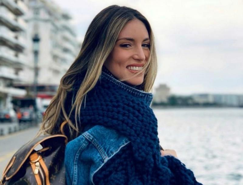 Αθηνά Οικονομάκου: Έκανε το απόλυτο color blocking - Χαζέψαμε με την φούστα της