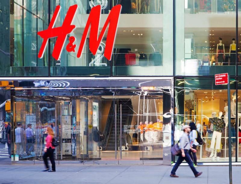 Πανικός στα H&M για μια φούστα - Είναι καρό και έχει 9,99 ευρώ