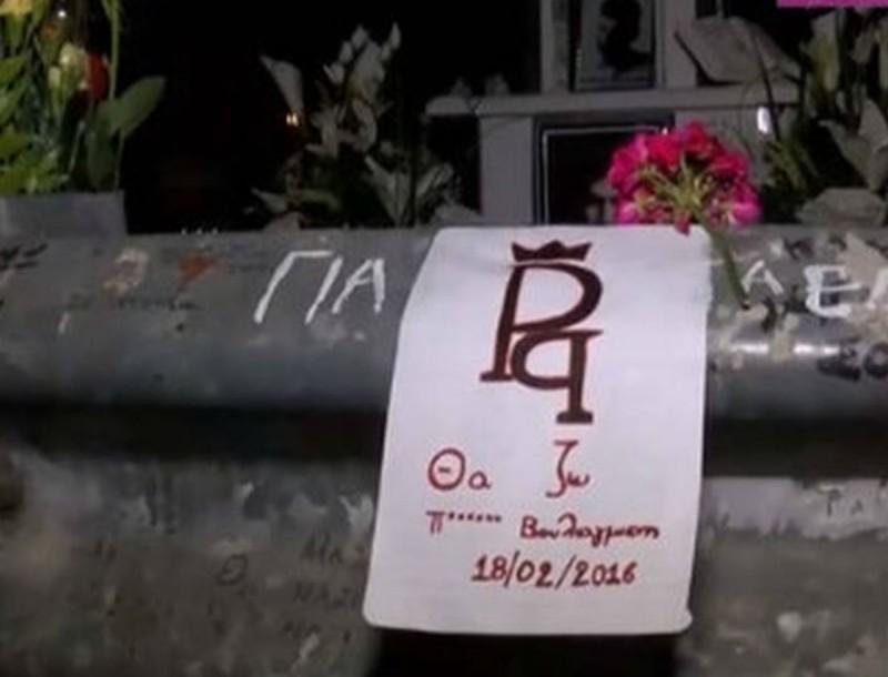Ράγισαν καρδιές για τον Παντελή Παντελίδη - Πλήθος κόσμου στο σημείο του τροχαίου για το τρισάγιο