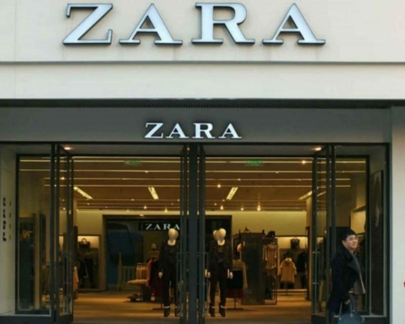 Φρενίτιδα για αυτό το φόρεμα από τα Zara - Είναι στο πιο θηλυκό χρώμα