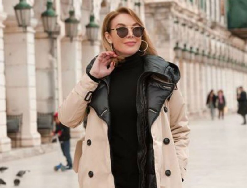 Με χρυσή σατέν φούστα η Τατιάνα Στεφανίδου - Μείναμε «κάγκελο» με το παπούτσι