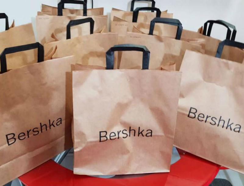 Το μπουφάν που βλέπουμε παντού στο instagram είναι στα Bershka - Τώρα βρίσκεται σε προσφορά