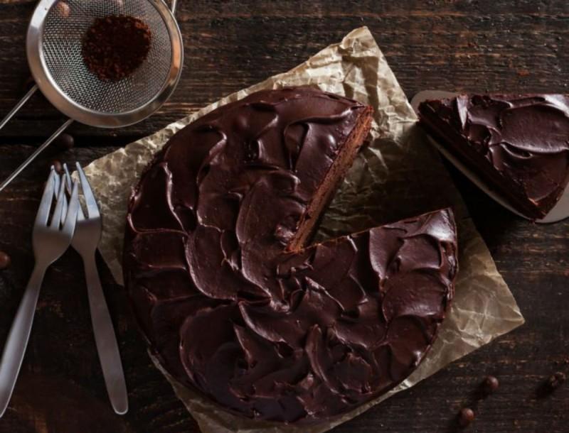 Νηστίσιμη τούρτα σοκολάτας με κανέλα - Η Αργυρώ Μπαρμπαρίγου έκανε πάλι τα μαγικά της