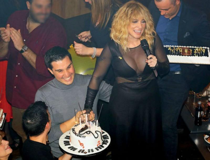 Ελεονώρα Ζουγανέλη: Με διάφανη μπλούζα στα γενέθλιά της! Έσβησε τρεις τούρτες! Αποκλειστικές φωτογραφίες!!