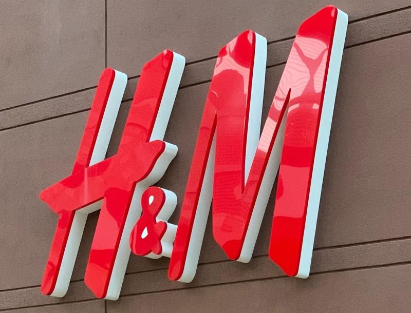 H&M: Αυτό είναι το παντελόνι που θα σκορπίσει
