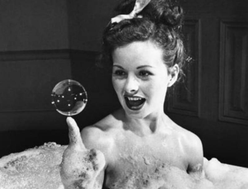 Κάν'το όπως οι Άγγλοι - Μπάνιο με μαγειρική σόδα για να αποκτήσεις δέρμα μωρού