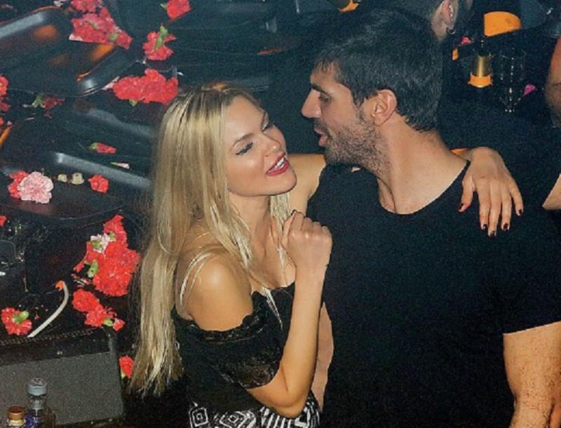 Βίκυ Κάβουρα: Όλη τη νύχτα στην αγκαλιά του Γιώργου Βίγγου! Δεν σταμάτησαν να φιλιούνται και να τραγουδούν!
